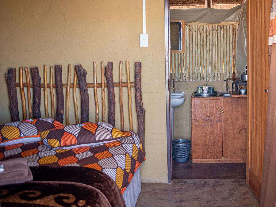 Kalahari Accommodation | Kalahari Goerapan | 4x4 Routes, Camping & Chalets